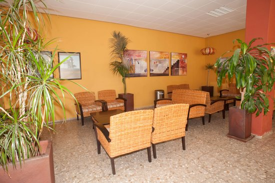 Apartamentos Poniente Playa: Salón