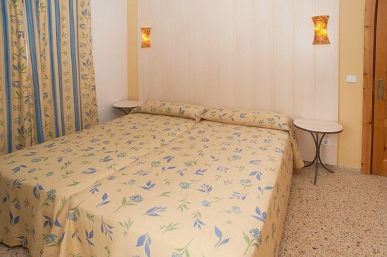 Apartamentos Poniente Playa: Habitación