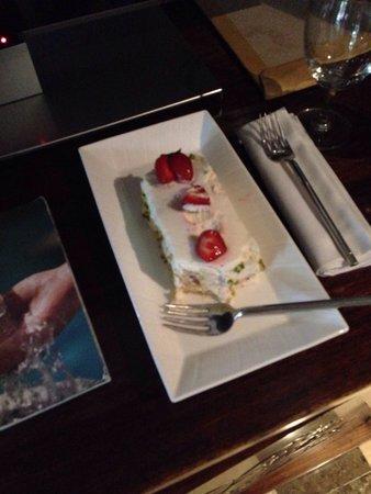 Four Seasons Resort Bali at Jimbaran Bay : Cake was finger licking good