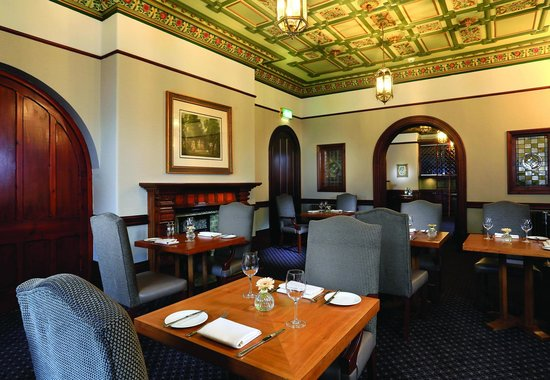 Macdonald Kilhey Court: Laureate Restaurant
