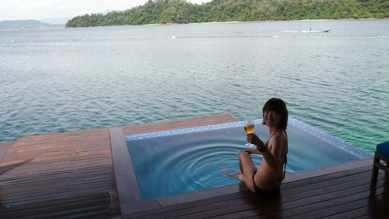 Gayana Eco Resort: 外陽台有小小泳池和戶外休息區