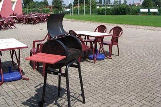 Auberge de jeunesse des deux Rives : BBQ