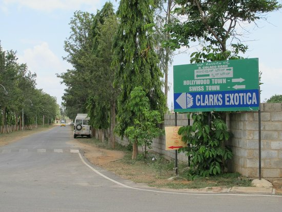 Clarks Exotica Convention Resort & Spa: Looking for the sign