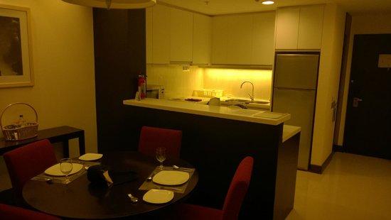 Somerset Greenways Chennai: Dining & Kitchen