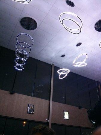 Madam Kwong's Restaurant: lighting