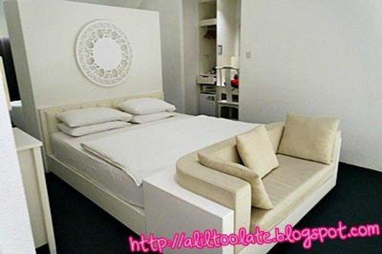 The Porcelain Hotel: Bed