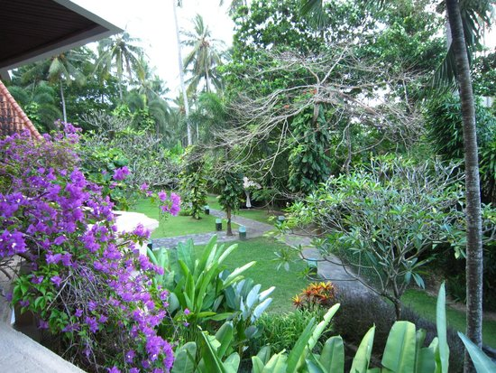 Rama Candidasa Resort & Spa: Beautiful, well maintained gardens