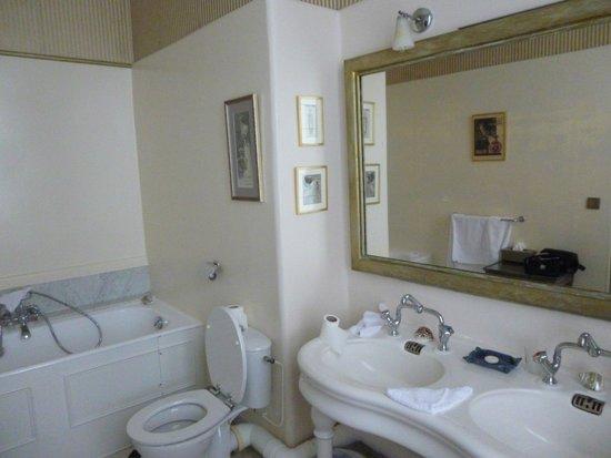 Le Chateau des Moyeux : salle de bains
