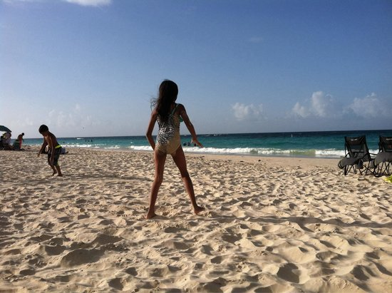 Playa Flamenco: Girl At Play!