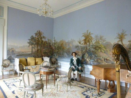 Le Chateau des Moyeux : le salon de musique