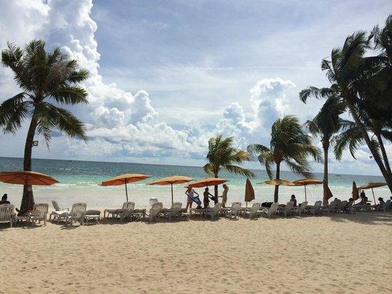 Henann Regency Resort & Spa: Beach across from hotel