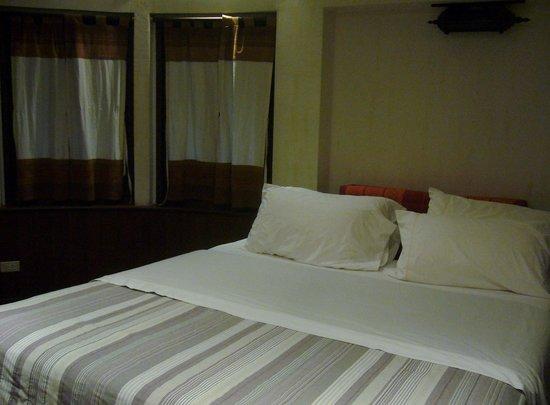 Santitham Guest House : Bed