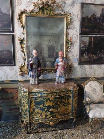 Ca' Rezzonico: Oriental figures