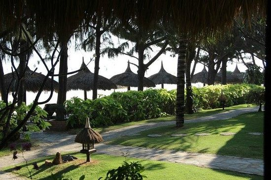 Cham Villas: Вид на пляж