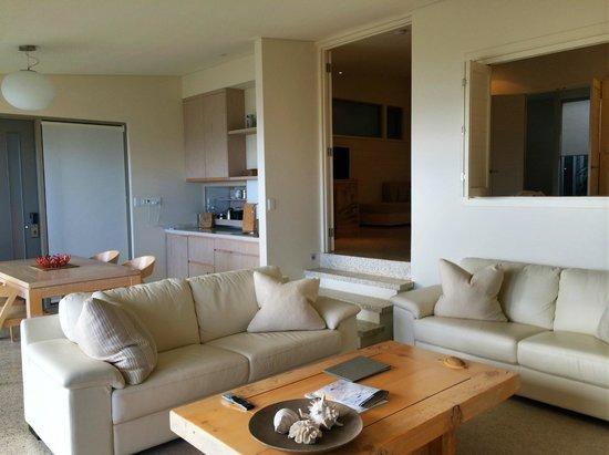 Injidup Spa Retreat : Looking towards kitchenette