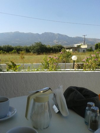 Sunset Hotel: Breakfast view of the mountains