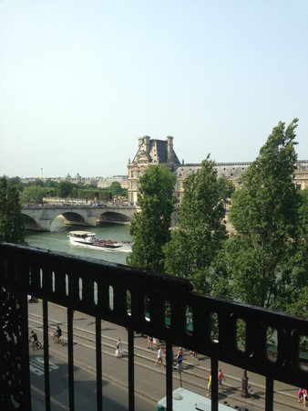 Hotel du Quai-Voltaire : View from the room - The Seine and Louve