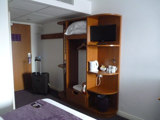 Premier Inn Liverpool City Centre (Liverpool One) Hotel: Storage space