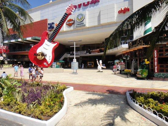 Hard Rock Cafe: Снаружи