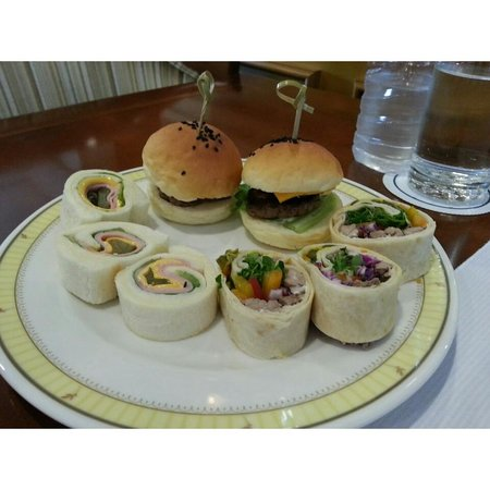 The Ritz-Carlton, Seoul: sandwiches along with the afternoon tea set :)