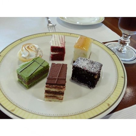 The Ritz-Carlton, Seoul : afternoon tea set in the VIP lounge