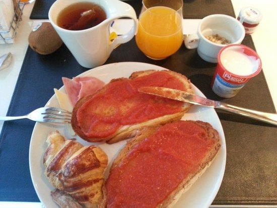 Hotel Tach Madrid Airport: Buffet Desayuno