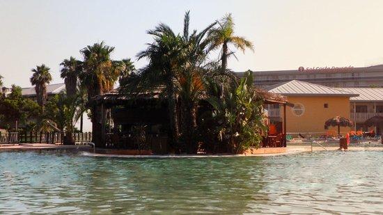 PortAventura Hotel Caribe: PIscine de l'hotel
