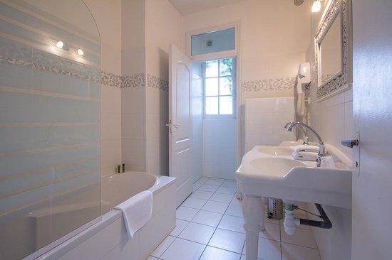 Hotel la Roseraie : Bathroom room 22