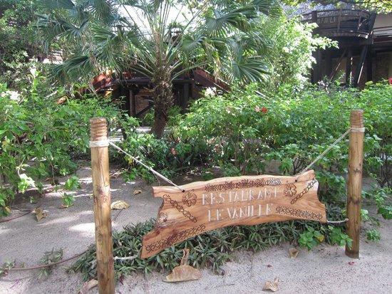 Le Taha'a Island Resort & Spa: Restaurant