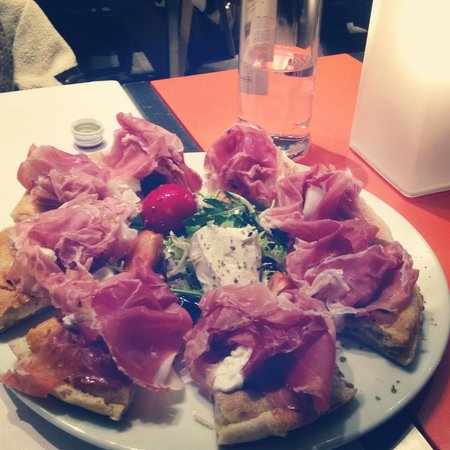 Sirani : Provare per credere! La pizza più buona del mondo!!!! Posto magnifico!