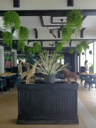 Shinta Mani Resort: garden restaurant with aircon, much needed in Cambodia during the day