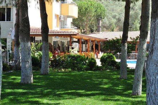 Opus Apart Hotel: Gardens