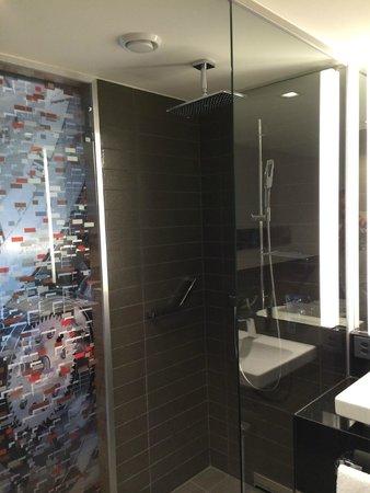 Sheraton Zurich Hotel: Toilet