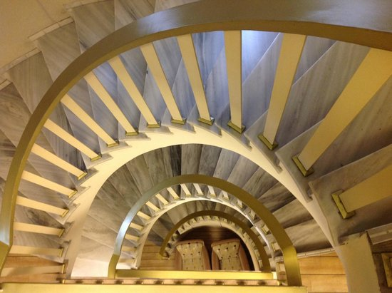 Stratos Vassilikos: Spiral staircase - the elevators were tiny