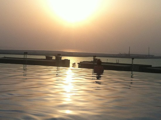 Sofitel Dubai Jumeirah Beach : Evening swimming in the pool