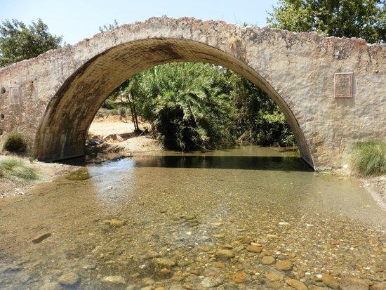 Taverna Gefyra Preveli: Ancient bridge