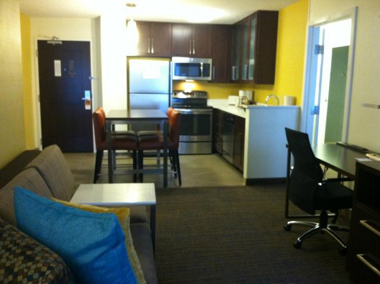 Residence Inn Ann Arbor North: 2 Bedroom Suite - Kitchen