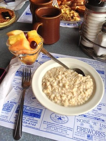 Newport, New Hampshire: Oatmeal and fruit cup
