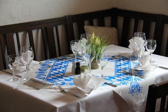 Berggasthof Willy-Merkl-Haus: Tisch