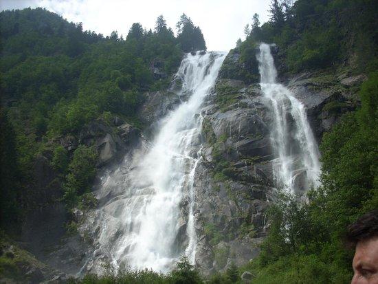 Albergo Dimaro: cascate vicino all'albergo