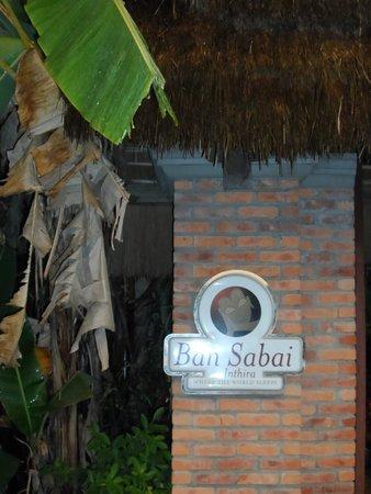 Ban Sabai Riverside Bungalow: Entrada Alojamiento