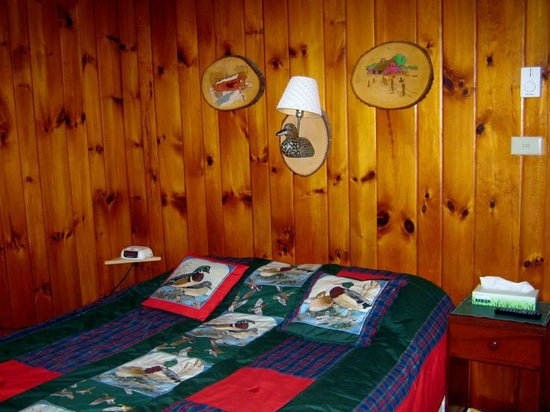 Pine Tree Motel & Cabins: Sleeping area, each cabin have their own full bathroom