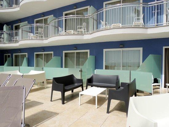 Hotel Augustus: Habitaciones con solarium compartido