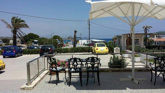 Kokalakis Beach Hotel: вид с первого этажа