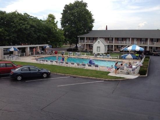 Quality Inn Gettysburg Battlefield: Nice pool!