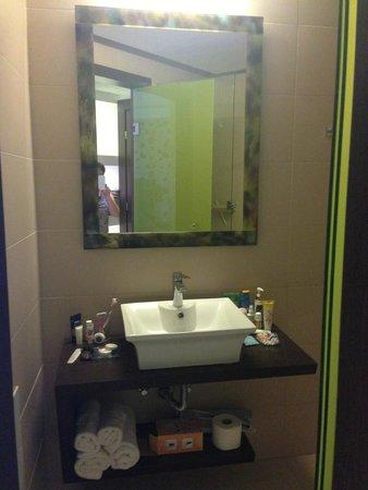 Steris Elegant Beach Hotel Apartment: Ванная комната