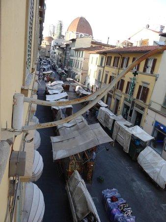 Hotel Corona D'Italia: Street Market