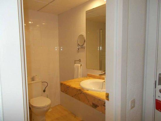 BelleVue Club: Bathroom