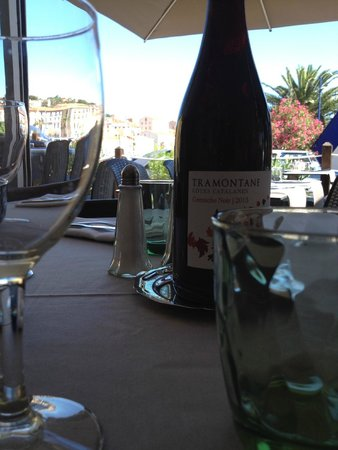 Le Restaurant Du Port: table et vin