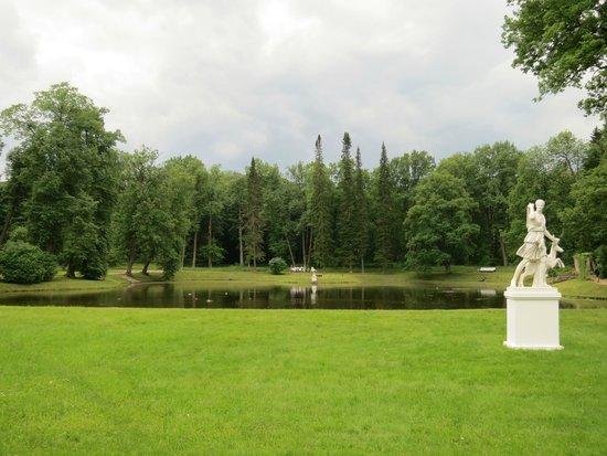 Oranienbaum State Museum Reserve: Пруд около Китайского дворца